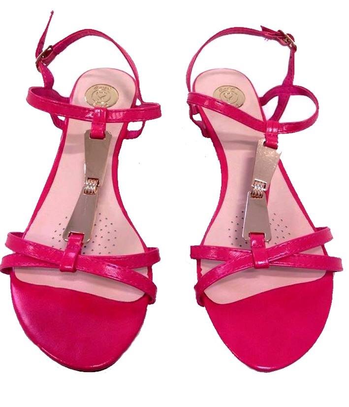 03b4e70c4372 Sandále s kovovými detailami cyklamenové AXEL