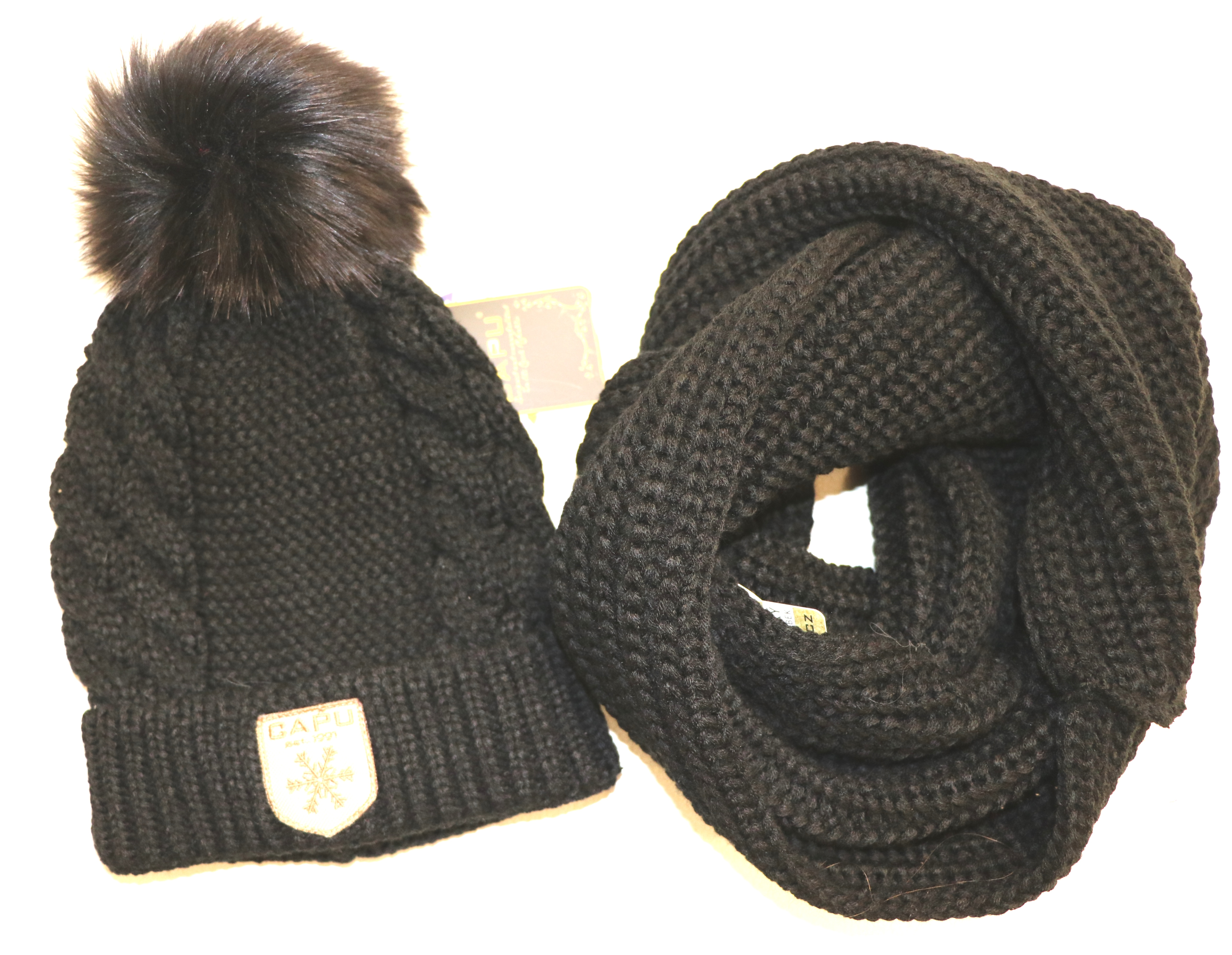 0a100cb5d Detská móda   Zimná čiapka s brmbolcom CAPU 1003 čierna   Mayoral ...